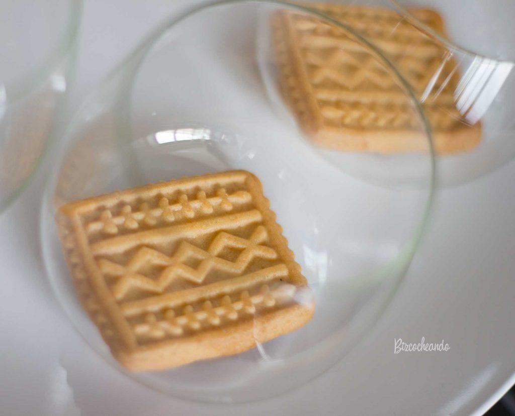 Vasitos de Crema Pastelera y Mermelada de Arándanos